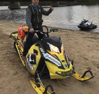 New World Record – Distance on Water by Snowmobile!