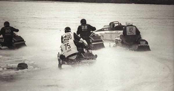 Manta twin track snowmobile in race